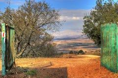 Porte aux montagnes Photos libres de droits