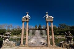 Porte avec des capricorns et des harpys dans la fontaine d'île, Florence Image libre de droits