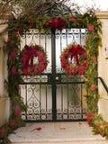 Porte avec des décorations de Noël Photo stock