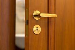 Porte avec la porte ouverte Photographie stock libre de droits