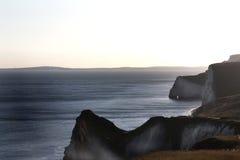 Porte blanche de Durdle de falaises dans les sud de l'Angleterre photo stock