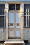 Porte blanche en bois usée image libre de droits