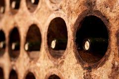 Porte-bouteilles de vin photo libre de droits