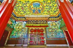 Porte brodée de monastère de Kopan à Katmandou Photographie stock