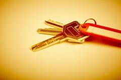 Porte-clés avec des clés sur le ton d'or Loyer, achat Photo stock