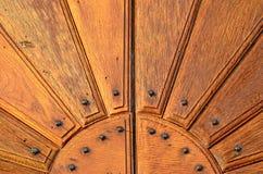 Porte cloutée photographie stock libre de droits