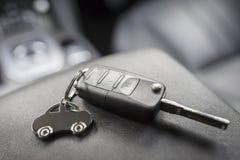 Porte-clés de forme de voiture et clé à télécommande Images libres de droits