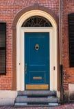 Porte coloniale bleue photographie stock libre de droits
