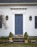 Porte coloniale bleue image libre de droits