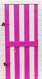 Porte colorée de chalet, au paigton Devon, le R-U Image stock