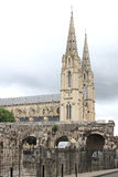 Porte-d'August und Eglise Sainte Baudile, Nimes, Frankreich Stockfotos
