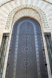 Porte décorée en 2ème mosquée de Hassan à Casablanca Maroc Photographie stock