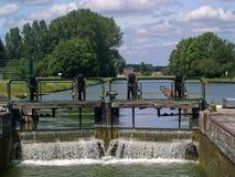 Porte d'écluse de blocage de canal, France Photographie stock libre de droits