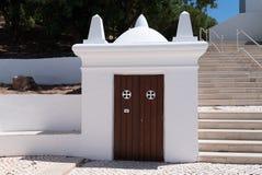Porte d'accès extérieure au presbytère de l'église de mère photos stock