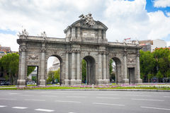 Porte d'Alcal un monument dans la place de l'indépendance à Madrid Photos libres de droits