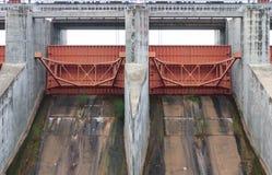 Porte d'eau au barrage Photographie stock libre de droits