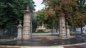 Porte d'entrée au parc de ville photos stock