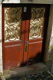 Porte d'entrée dans la vieille maison photo libre de droits