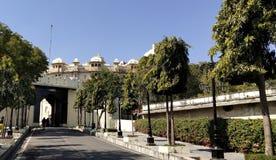 Porte d'entrée de palais de ville de belle vue images libres de droits