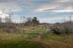 Porte d'entrée en bois de ferme Images libres de droits