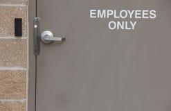 Porte d'entrée pour des employés seulement Image libre de droits