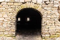 Porte d'un bâtiment industriel médiéval Images stock