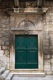 Porte d'une maison antique dans l'ibenikde Å, Croatie Photo stock