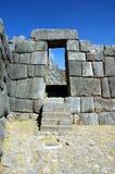 Porte dans des ruines de Sacsayhuaman Photographie stock libre de droits