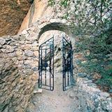 Porte dans la roche Images libres de droits