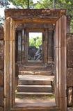 Porte dans le temple de Banteay Srei Image stock