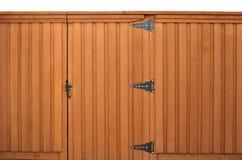 Porte dans une frontière de sécurité en bois Photographie stock libre de droits