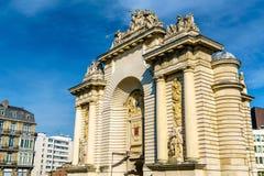 Porte de巴黎,一个凯旋门在里尔,法国 免版税库存照片