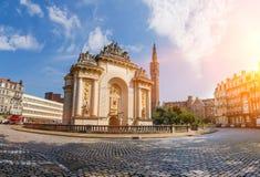 Porte de巴黎在里尔法国 免版税库存图片