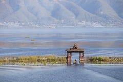 Porte de bateau sur un lac Photo stock