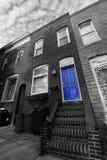 Porte de bleu de maison de grès Image stock