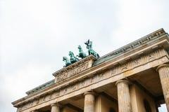 Porte de Brandebourg à Berlin, en Allemagne ou en république Fédérale d'Allemagne Monument architectural au centre historique de  Photographie stock libre de droits