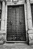 Porte de cathédrale photographie stock libre de droits