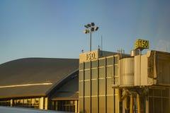 Porte de coucher du soleil d'aéroport international de LAX Image libre de droits