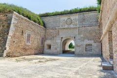 Porte de Ferdinand de la vieille forteresse image stock