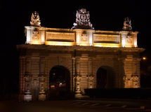 Porte de Floriana dans la nuit photos stock