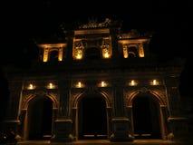 Porte de Hien Nhon la nuit photographie stock