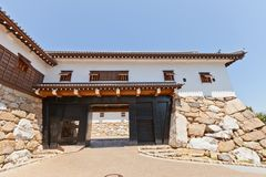 Porte de Kuroganegomon de château d'Imabari, le Shikoku, Japon images stock