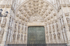 Porte de l'acceptation de Sevilla Cathedral en Espagne photographie stock libre de droits