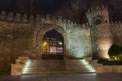Porte de la vieille forteresse images libres de droits