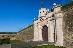 Porte de Leopold avec des murs et des ports d'arme à feu image libre de droits