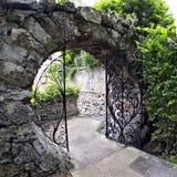 Porte de lune - la Reine Elizabeth Park à Hamilton, Bermudes Photographie stock libre de droits