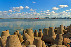 Porte de mer dans Venspils Image stock