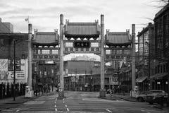 Porte de millénaire sur la rue de Pender dans Chinatown image libre de droits