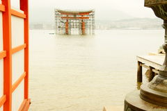 Porte de Miyajima en construction Image libre de droits