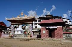 Porte de monastère bouddhiste de Thyangche Dongak Thakchok Chholing, Népal Photos libres de droits